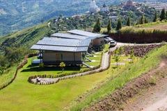 Haus und schöner Bergblick Stockfotos