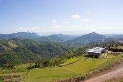 Haus und schöner Bergblick Stockbild