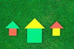 Haus und Sonne gemacht von den Tangramzahlen Lizenzfreie Stockfotografie