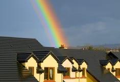 Haus unter dem Regenbogen Lizenzfreies Stockbild