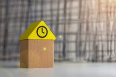 Haus von Kind-` s Designer, das Konzept des Kaufens eines Hauses lizenzfreies stockfoto