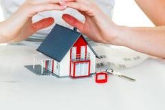 Haus wird geschützt Lizenzfreies Stockfoto