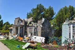 Haus-Zerstörungsszene für einen Film stockfoto