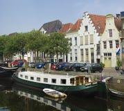 Hausboot im Kanal Lizenzfreie Stockbilder