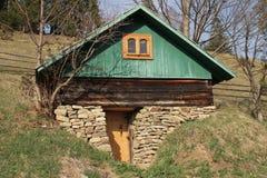Hause in der Erde lizenzfreie stockfotografie