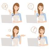 Hausfrau, die Frau, das einen PC reiben Stockbilder