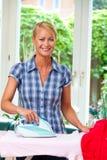 Hausfrau mit Eisen Stockbilder
