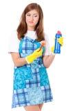 Hausfrau mit Reinigungszubehör Lizenzfreie Stockfotografie