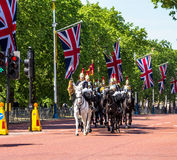 Haushalts-Kavallerie gehen entlang das Mall in London, England Stockfotos
