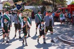 Hausham/Allemagne/Bavière 9 août : Les costumes matraquent hl de ¼ de Leitzachtaler Niklasreuth-Wörnsmà de ` de D Images stock