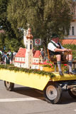 Hausham/Tyskland/Bavaria-09th Augusti: kopia av katolska kyrkan Royaltyfri Bild
