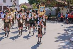 Hausham/Tyskland/Bayern-09th Augusti: Brassband Bayrischzell Arkivfoto