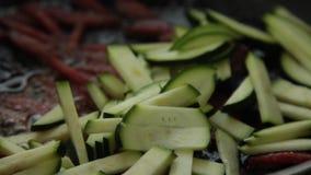 Hausmannskost - Nahrung zubereitend - Omelett stock video footage