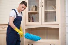 Hausmeister, der Sie vom Schmutz beraubt Lizenzfreie Stockbilder
