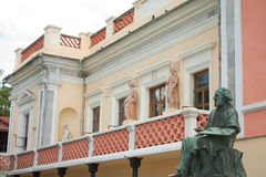 Hausmuseum und Statue des Malers Aivazovsky Stockfotografie