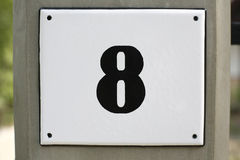 Hausnummer 8 Stockbild