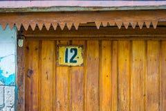 Hausnummer auf der Tür Stockfoto