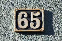 Hausnummer auf einer Wand Stockfotos