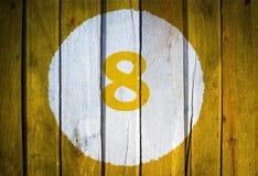 Hausnummer oder Kalendertag im weißen Kreis auf dem Gelb getont Stockfoto