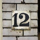 Hausnummer zwölf 12 Stockbild