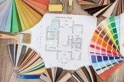 Hausprojekt mit verschiedenen Farbproben stockfotografie