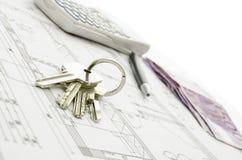 Hausschlüssel auf Plan Stockbilder