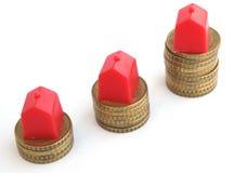 Hausschlüssel mit Hypothekendarlehenanwendung Stockfotos