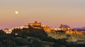 Hausse Cadix Espagne de pleine lune d'Arcos de la Frontera Image stock