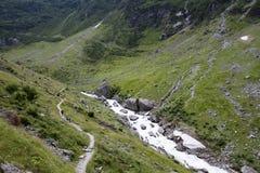 Hausse dans les alpes suisses photographie stock libre de droits