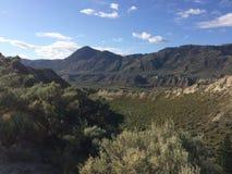 Hausse dans les belles montagnes de Kamloops photos stock