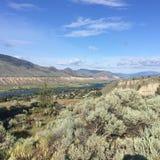 Hausse dans les belles montagnes scéniques de Kamloops image stock