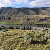 Hausse dans les belles montagnes scéniques de Kamloops photographie stock libre de droits
