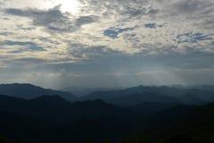 Hausse dans les montagnes photos stock