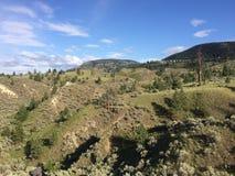 Hausse dans les montagnes scéniques autour de la ville de Kamloops Photographie stock libre de droits