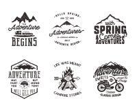 Hausse de l'aventure et de l'ensemble de labels extérieur de typographie d'explorateur Dehors citations inspirées d'activité Hipp Photographie stock