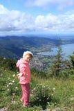 Hausse de l'enfant, Tegernsee, Allemagne Photographie stock