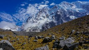 Hausse de montagne de Salkantay, Pérou images libres de droits