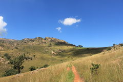 Hausse du chemin par la roche de Sibebe, l'Afrique australe, Souaziland, nature africaine, voyage, paysage Image libre de droits
