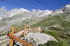 Hausse du fond Mont Blanc est le sommet le plus élevé des Alpes occidentaux européens Image stock