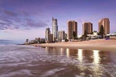 Hausse du nord de la plage CBD de paradis de surfers de QE Photographie stock