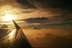 hausse du soleil d'usine d'air sur le ciel de clound Photos stock