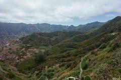 Hausse du voyage dans les montagnes d'Anaga près de Taborno sur l'île de Ténérife Photographie stock libre de droits