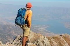Hausse en montagnes images libres de droits