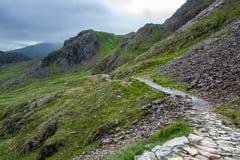 Hausse vers le bas de la montagne de Snowdon le long de la voie de PYG - 1 Photos libres de droits