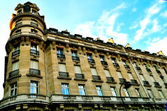 Haussman architektury budynek mieszkaniowy W Paryż Obraz Stock