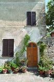 Haustür in Italien Lizenzfreie Stockfotos