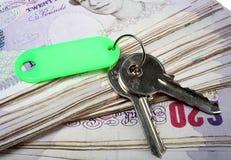 Haustasten und britische Pounds Stockfoto