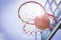 Haut étroit de basket-ball, basket-ball Image stock