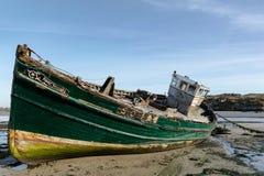 Haut étroit de bateau de pêche d'abandon Image libre de droits