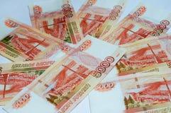 Haut étroit de billets de banque russes Image stock